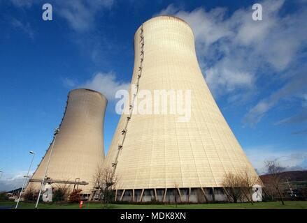 View of the cooling towers of the nuclear power plant Grohnde near Hameln on 2.12.1999. The plant belongs to the regional provider Wesertal, a new subsidiary of the Finnish energy company Fortum. | usage worldwide - Stock Photo