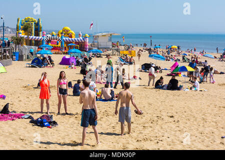 Bournemouth, Dorset, UK. 20th April 2018. UK weather: beaches are crowded as visitors flock to the beach to enjoy the hot sunny weather at Bournemouth. Credit: Carolyn Jenkins/Alamy Live News - Stock Photo
