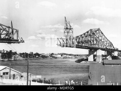 Brisbane's Story Bridge under construction, 1939. Location: Brisbane, Queensland, Australia - Stock Photo