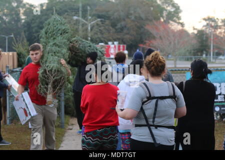 Newman Christmas Trees.Soldiers And Families Wait In Line To Pick Out Christmas