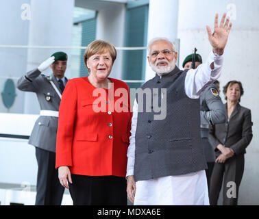 Berlin, Germany. 20th Apr, 2018. German Chancellor Angela Merkel (L, front) poses for photos with visiting Indian Prime Minister Narendra Modi (R, front) at German Chancellery in Berlin, capital of Germany, on April 20, 2018. German Chancellor Angela Merkel on Friday evening received Indian Prime Minister Narendra Modi in his stopover in Berlin, but no details of meeting was revealed. Credit: Shan Yuqi/Xinhua/Alamy Live News - Stock Photo