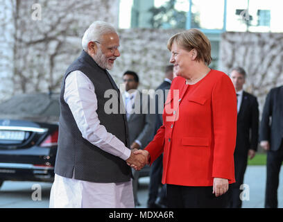 Berlin, Germany. 20th Apr, 2018. German Chancellor Angela Merkel (R, front) shakes hands with visiting Indian Prime Minister Narendra Modi (L, front) at German Chancellery in Berlin, capital of Germany, on April 20, 2018. German Chancellor Angela Merkel on Friday evening received Indian Prime Minister Narendra Modi in his stopover in Berlin, but no details of meeting was revealed. Credit: Shan Yuqi/Xinhua/Alamy Live News - Stock Photo