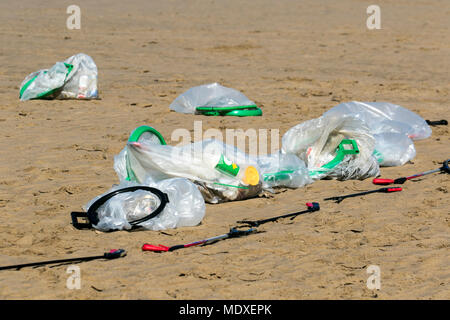 Blackpool, UK. 21st April 2018.  Sunny start to the day on the Fylde Coast as volunteers from the 'Love my beach' descend on to the foreshore the clear the sands of rubbish, garbage or litter washed up by the sea. Credit: MediaWorldImages/AlamyLiveNews. - Stock Photo