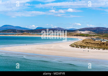 Narin Strand, near Ardara, County Donegal, Ireland. 21st April 2018. People enjoying the fine weather on Ireland's west coast part of the 'Wild Atlantic Way'. Credit: Richard Wayman/Alamy Live News - Stock Photo