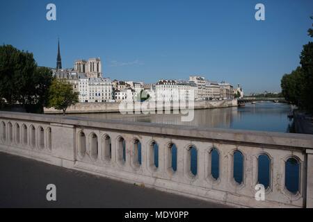 Paris, view over the edge of the Île Saint Louis and the Quai aux Fleurs on the Île de la Cité from the Pont Louis Philippe, - Stock Photo