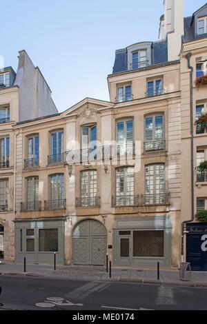 France, Ile de France region, 6th arrondissement, rue dauphine, hotel particulier, - Stock Photo