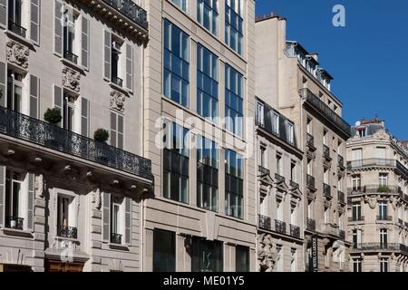 Paris, 8th arrondissement, rue Francis I of France, facades et scenes de street, district of la mode, diversity in styless des facades, - Stock Photo