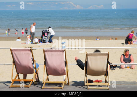 Weymouth, Dorset. 21st April 2018. Hot feet get an airing on hot and sunny Weymouth beach Credit: stuart fretwell/Alamy Live News - Stock Photo