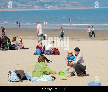 Weymouth, Dorset. 21st April 2018. Families flock to sunny Weynouth beach on another hot and sunny day Credit: stuart fretwell/Alamy Live News - Stock Photo