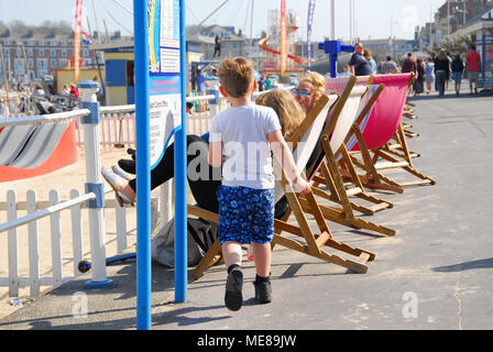 Weymouth, Dorset. 21st April 2018. Familes enjoy the sunshine on Weymouth's promenade Credit: stuart fretwell/Alamy Live News - Stock Photo