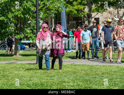 Davis, California, U.S.A. 21April 2017. Muslim women walking on campus during UC Davis annual Picnic day. Picnic day is a happy day at UC California at Davis when the university showcases its departments. There are family activities all over campus focusing on education. Credit: AlessandraRC / Alamy Live News - Stock Photo