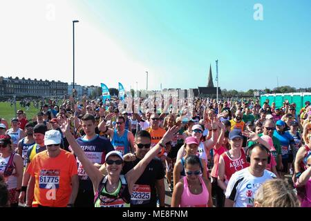London, UK. 22nd April 2018. Runners at the start line on Blackheath. : Claire Doherty/Alamy Live News - Stock Photo