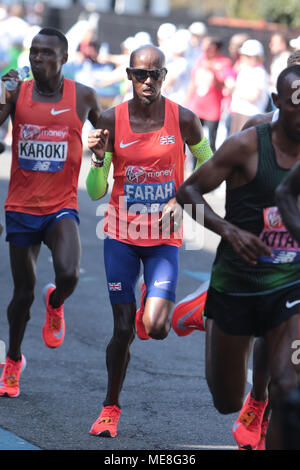 London, UK, 22 April 2018. Sir Mo Farah running well keeping with the leaders in the 2018 Virgin Money London Marathon as the race goes along Narrow Street Limehouse EI4. Credit: Nigel Bowles/Alamy Live News - Stock Photo