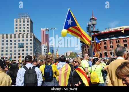 Catalans take part in the Llibertat Presos Politics march in support of jailed politicians at Placa Espanya in Barcelona, Spain on April 15, 2018. - Stock Photo