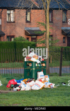 Overflowing litter bin in south park after a sunny day. Oxford, Oxfordshire, England - Stock Photo