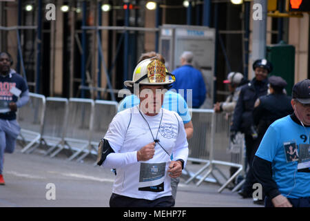 New York, USA, 22 April 2018. People running in the annual 9/11 Memorial Run/Walk near Ground Zero in Lower Manhattan. Credit: Christopher Penler/Alamy Live News - Stock Photo
