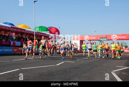 London, UK. 22nd Apr, 2018. Para-athletes compete during the London Marathon 2018 in London, Britain on April 22, 2018. Credit: Xu Hui/Xinhua/Alamy Live News - Stock Photo