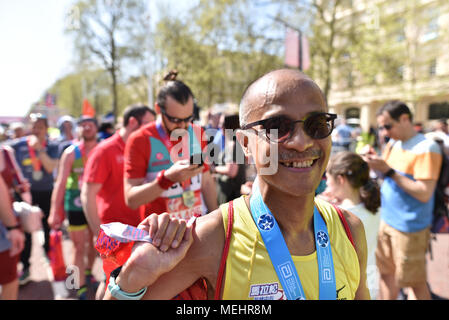 The Mall, London UK. 22nd April 2018.  Thousands of people run in the annual Virgin Money London Marathon. Credit: Matthew Chattle/Alamy Live News - Stock Photo