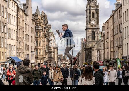 Edinburgh, UK, 22 April 2018. As tourist numbers increase in Edinburgh, street performers are taking to the Royal Mile and entertaining the crowds. Credit: Rich Dyson/Alamy Live News - Stock Photo