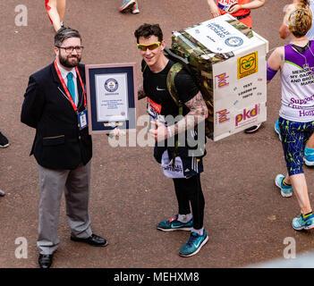 London 22nd April 2018 London Marathon a Guiness Book of records achievement at the London Marathon Credit Ian Davidson/Alamy Live News - Stock Photo