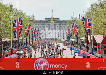 London, UK, 22 April 2018: Mass Race runners approach the finish at The Mall in front of Buckingham Palace during the 2018 Virgin Money London Marathon on Sunday, 22 April 2018. London, England. Credit: Taka G Wu - Stock Photo