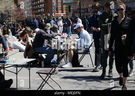 New York City, New York, USA. 22nd Apr, 2018. From Times Square to the Flatiron District and down to Union Square, New Yorkers were out in force enjoying a brilliant spring day on this Earth Day and engaging in a variety of activities. Credit: G. Ronald Lopez/ZUMA Wire/Alamy Live News - Stock Photo