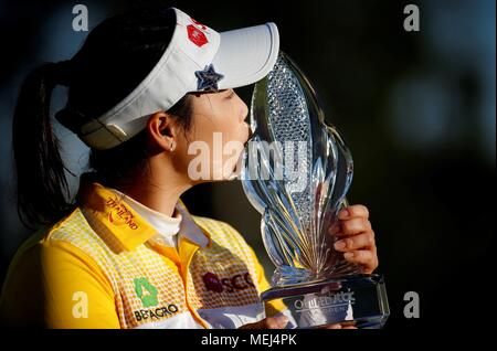Los Angeles, USA. 22nd Apr, 2018. Moriya Jutanugarn of Thailand kisses the trophy after winning the HUGEL-JTBC LA Open LPGA golf tournament at Wilshire Country on April 22, 2018, in Los Angeles, the United States. Credit: Zhao Hanrong/Xinhua/Alamy Live News - Stock Photo