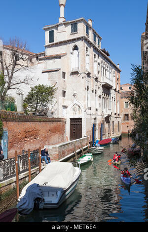 Palazzo Soranzo Van Axel, Fondamenta Van Axel, Rio della Panada, Cannaregio, Venice, Veneto, Italy, the best preserved Gothic palace in Venice with ka - Stock Photo
