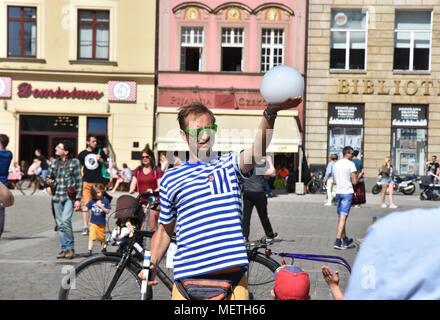 Wroclaw, Poland. 22nd Apr, 2018. April 22.2018 Wroclaw Poland Go³êbi Square in Wroclaw Credit: Piotr Twardysko/ZUMA Wire/Alamy Live News - Stock Photo