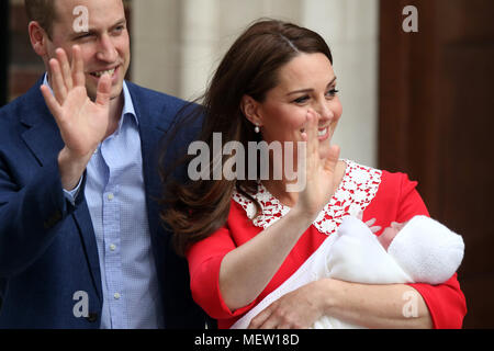 London, UK. 23rd Apr, 2018. Kate (Catherine Middleton) Duchess of Cambridge and Prince William Duke of Cambridge with their third child, at Lindo Wing, St. Mary's Hospital, London. Credit: Paul Marriott/Alamy Live News - Stock Photo