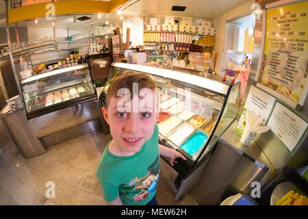 Ice cream parlour ,Eissalon Ruckenbauer, Billrothstraße, Vienna, Austria - Stock Photo
