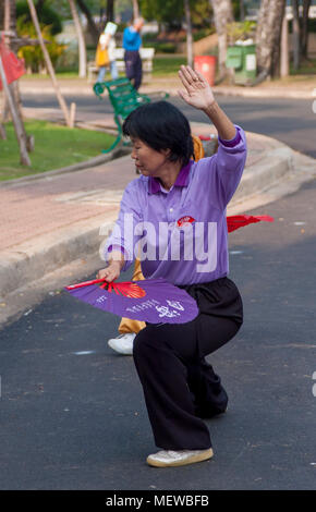 Thai Tai Chi Group, morning exercise with fans, Lumpini Park