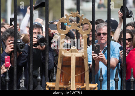 Tourists and photographers take pictures of a notice on an easel in the forecourt of Buckingham Palace in London to formally announce the birth of a baby boy to the Duke and Duchess of Cambridge at St Mary's Hospital. - Stock Photo