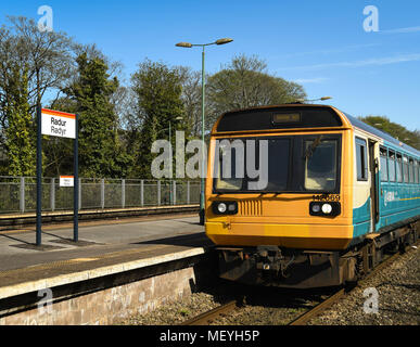 Commuter train stopped at Radyr Station - Stock Photo