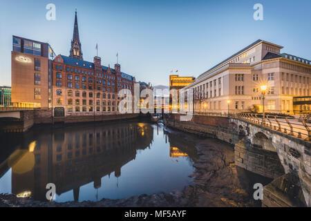 Germany, Hamburg, Hamburg, Hamburg-Altstadt, Nikolai Fleet, Stock Exchange and house of 'Patriotische Gesellschaft' - Stock Photo