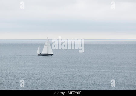 Yatch sailing across the bay off Swanpool near Falmouth Cornwall - Stock Photo