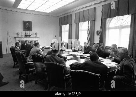 ST-A26-1-62   29 October 1962 Meeting of the Executive Committee of the National Security Council EXCOMM.  White House, Cabinet Room, 29 October 1962.  Clockwise from the President: President Kennedy, Robert McNamara, Roswell Gilpatric, General Maxwell Taylor, Paul Nitze, Donald Wilson, Ted Sorensen, McGeorge Bundy (hidden), Douglas Dillon, Vice President Lyndon Baines Johnson (hidden), Robert F. Kennedy, Llewellyn Thompson, William C. Foster, John McCone (hidden), George Ball, Dean Rusk. Photograph in the John F. Kennedy Presidential Library and Museum, Boston. - Stock Photo