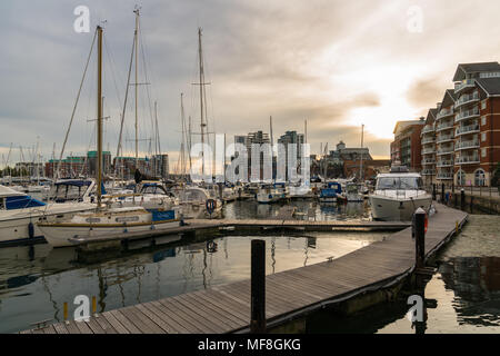 Ipswich, Suffolk, England, UK - May 27, 2017: Houses in New Cut East and Stoke Quay, with boats and yachts in the Ipswich Marina - Stock Photo