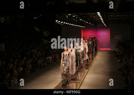 Sao Paulo, Brazil. 24th Apr, 2018. Models present creations of Fabiana Milazzo during the Sao Paulo Fashion Week in Sao Paulo, Brazil, on April 24, 2018. Credit: Rahel Patrasso/Xinhua/Alamy Live News - Stock Photo