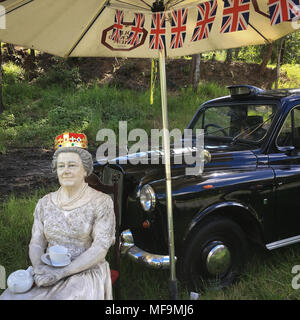 A model of Queen Elizabeth II, and a back London taxi, outside a pub in Australia, on 1 April 2018. - Stock Photo
