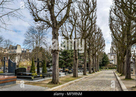 Père Lachaise cemetery, the largest and most visited cemetery  in Paris - Stock Photo