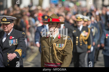 The Cenotaph, Whitehall London, UK. 25 April, 2018. Anzac Day service is held at the Cenotaph at 11.00am in London with HRH Prince Harry attending. Credit: Malcolm Park/Alamy Live News. - Stock Photo