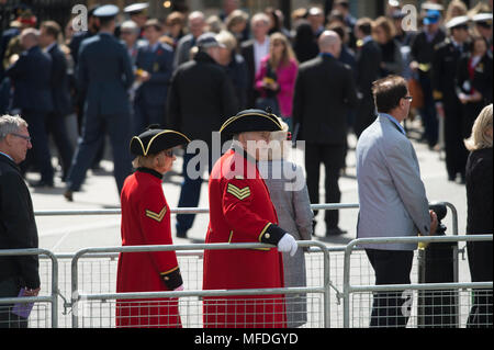 Westminster Abbey, London, UK. 25 April, 2018. Anzac Day service is held in Westminster Abbey at 12.00 noon in London with invited guests. Credit: Malcolm Park/Alamy Live News. - Stock Photo