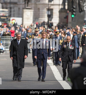 The Cenotaph, Whitehall London, UK. 25 April, 2018. Anzac Day service is held at the Cenotaph at 11.00am in London with Prince Harry attending. Credit: Malcolm Park/Alamy Live News. - Stock Photo