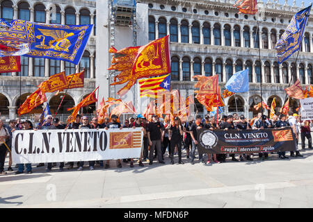 Venice, Veneto, Italy. 25th April 2018. Festivities in St Marks Square marking Liberation Day (Festa della Liberazione) commemorating the end of World War II and the Nazi occupation of Italy and Commemorating their fallen soldiers. For Venice it is also the Feast of St Mark (Festa di San Marco) the patron saint of the city marking the anniversary of his death. CLN group  holding banners activating for the liberation of Venice from the rule of Italy in  Piazza San Marco. Credit MCpics/Alamy Live News - Stock Photo