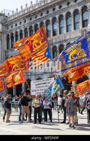 Venice, Veneto, Italy. 25th April 2018. Festivities in St Marks Square marking Liberation Day (Festa della Liberazione) commemorating the end of World War II and the Nazi occupation of Italy and Commemorating their fallen soldiers. For Venice it is also the Feast of St Mark (Festa di San Marco) the patron saint of the city marking the anniversary of his death Activists for the liberation of Venice from Italy holding a banner in Piazza San Marco .Credit MCpicsAlamy Live News - Stock Photo