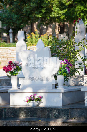 A gravestone of a victim of the 1993 Bosnian War in Mostar, Bosnia and Herzegovina - Stock Photo