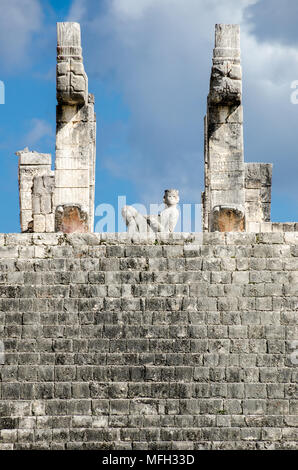 Detail of one of the Chichen Itza mayan structures - Stock Photo