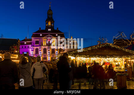 Christmas market at the main square of Luneburg with view to the town hall at dusk, Luneburg, Lower Saxony, Germany, Europe - Stock Photo