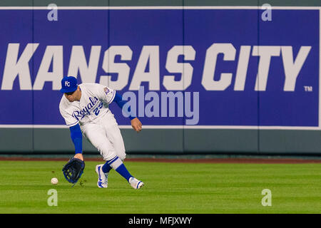 Kansas City, MO, USA. 25th Apr, 2018. Jon Jay #25 of the Kansas City Royals snags a Milwaukee Brewers hit during the game at Kauffman Stadium in Kansas City, MO. Kyle Rivas/Cal Sport Media/Alamy Live News - Stock Photo